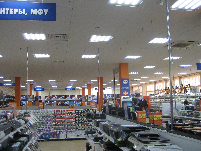 установленные светодиодные офисные светильники в сети супермаркетов DNS