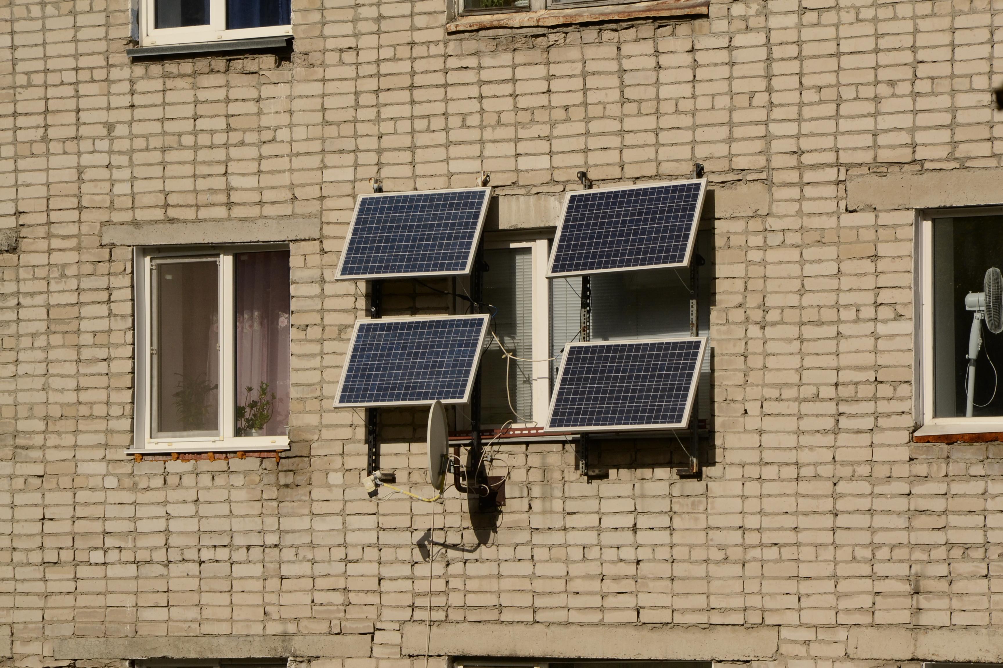 фотография солнечной батареи на многоэтажном доме Кемеровская область, Сибирь