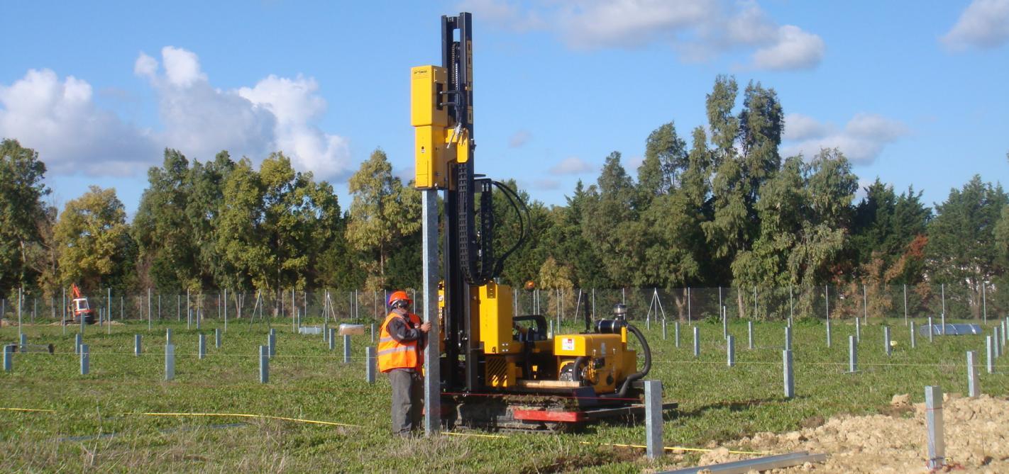 сваезабойная машина Orteco для забивания стоек солнечных модулей